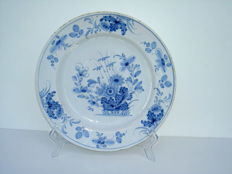 Delftware dish with floral motif, Delft, mid 18th century,