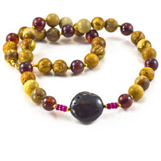 Picture Jasper and Amber necklace with Rubies – Length 50 cm, 18kt/750 yellow gold clasp