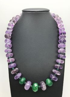 14K yellow gold – bold and heavy necklace with polished amethyst discs and faceted emeralds natural gemstones weight: 600ct - Length: 63cm – no reserve price