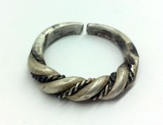 Early medieval scandinavian Viking silver twisted wirework ring - 19 mm 7,57 grams