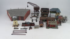 Scenery H0 - Locomotive workshop including locomotive shed, coal depot, cranes, water tower, signal box, sanding installation and water filling installations