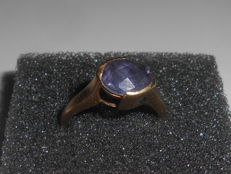 Beautiful ring with amethyst - 375 / 9kt yellow gold -