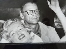 INP - Marilyn Monroe going home from hospital