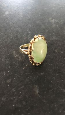 18 kt gold antique ring with Jade