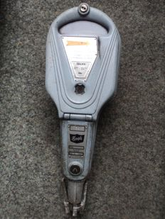 1 original Kienzle parking meter, built in 1965, Puk 3126 a - 15, dimensions: approx. 50 cm tall and approx. 17 cm wide