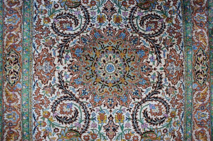 Hand-knotted original silk carpet, Kashmir silk on cotton, approx. 150 x 92 cm, fine knotting, approx. 640,000 knots, genuine unique piece