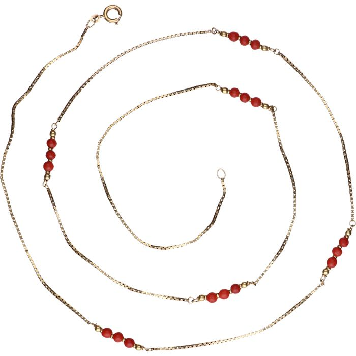 14 kt yellow-gold Venetian-link necklace, set with nineteen pieces of precious coral - length: 79 cm