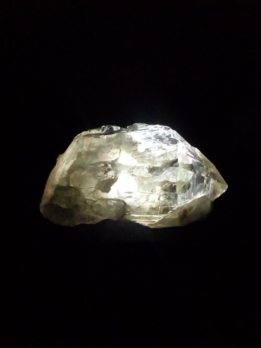 Quartz var Rock Crystal on LED base - 105 x 64 x 48 mm - 337.5 gm