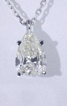 White gold necklace with a pear-shape cut diamond of 0.82 ct