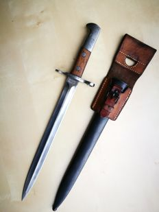 Swiss bayonet M1918 for Schmidt Rubin - Waffenfabrik Neuhausen with sheath and leather frog.