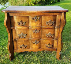 Antique wooden chest of drawers/belly cabinet