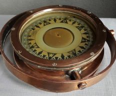 Observator Rotterdam - beautiful copper compass on a wooden holder