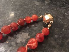 Beautiful antique necklace of faceted cut carnelian with gold clasp