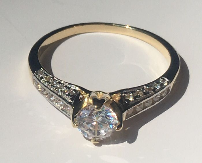 14K 585  solid gold ring - ring size US 7. Lab moissanite.