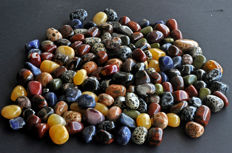 Hundreds of top quality tumbled stones - 3143 gm - 210 pieces
