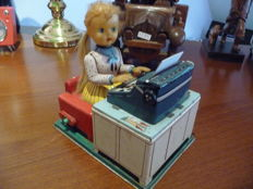 "Linemar, Japan - H. 19 cm - ""Busy Secretary"" made of tin with battery-operated motor, 1950s"