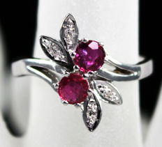 18 kt floral White Gold ring, solid set with 0,10ct diamonds and 2 deep pink Tourmalines - size 6,75
