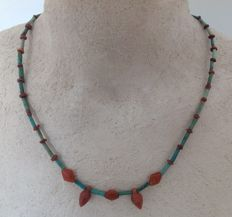 Necklace with Egyptian faience beads and cornelian amulets - approx. 46.5 cm