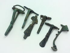 Lot of  six different ancient Roman bronze fibulae - 45, 54, 52, 57, 63, 70 mm (3)