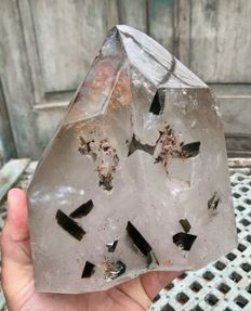 Large quartz point - 18 x 17.5 x 12 cm - 4.74 kg