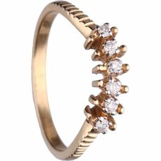 18 kt - Yellow gold ring set with 6 brilliant cut diamonds of approx. 0.06 ct in total - Ring size: 16 mm