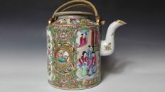 Guangzhou painted teapot - China - 19th century