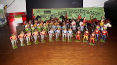 Britains, England - 1/32 scale - Lot with 39 metal Cowboy and Indians figurines, 1st part 20the century
