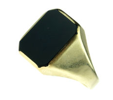 Black 14 kt gold signet ring with onyx, ring size 20, weight 8.70 grams