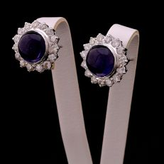 Flower-shaped earrings in 18 kt/750 white gold with 1.20 ct of diamonds and amethysts