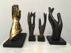 Lot with 4 wooden Buddha hands. 1 Gilt, 3 lacquer. Mandalay period - Burma - 19th/late 19th century.