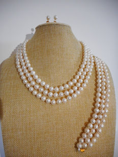 Necklace, bracelet and earrings of freshwater pearls and 14 kt gold clasps – no reserve price