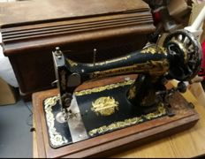 Singer 27K mechanical hand cranked sewing machine with wooden hood, 1905
