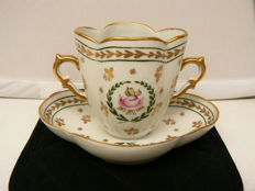 Limoges Singer - Finely decorated cabinet cups and saucer