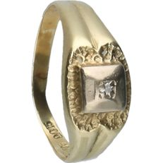 14 kt - Yellow gold ring with a tooled head fitted with a diamond - ring size: 17.25 mm