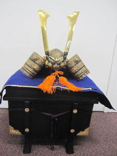 Heavy samurai kabuto helmet for children's day with box – Japan – Mid 20th century