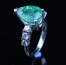 4.71ct certified Colombian emerald and diamond Ring – No Reserve