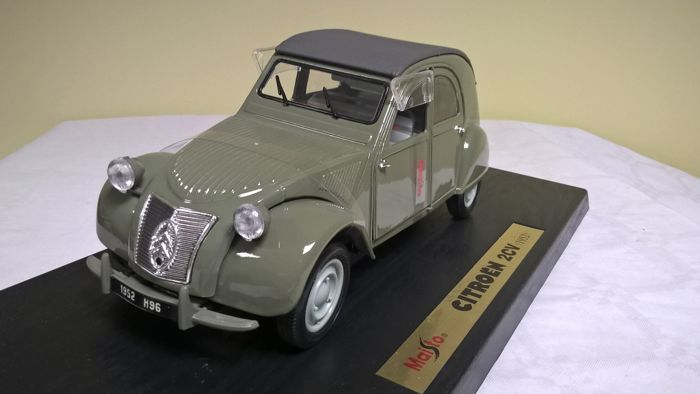 Maisto-Silver Edition - Scale 1/18 - Citroën 2 CV 1952 - Green
