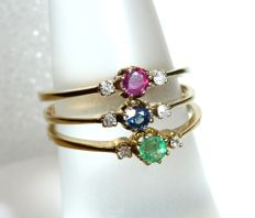3 x rings, 333 / 8 kt gold with emerald, ruby and sapphire 6 diamonds, ring size 52-53 / 16.6-16.9 mm *no reserve*