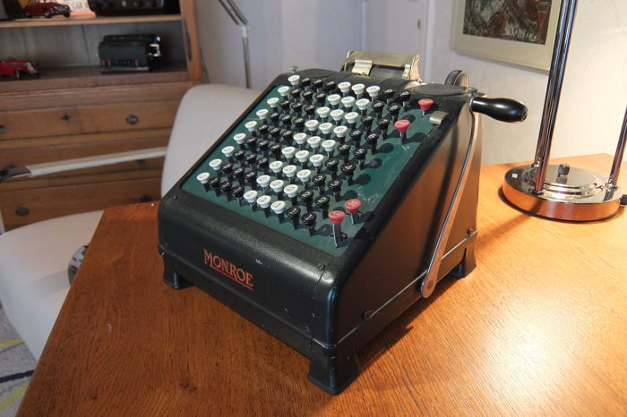 Monroe model 109 mechanical counting machine, USA