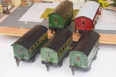 Märklin, Germany - Scale 0 - Lot of 5 tin wagons, 1930s. More than good condition, undamaged, with a few signs of age.