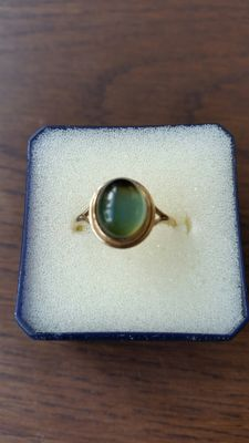Jeweler tested 9 ct vintage Gold ring with Greenish-White Moonstone of 3.5 ct