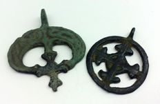 Two medieval pendants, with a cross in the center 27x22 31x27mm