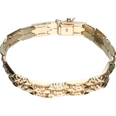 14 kt yellow gold tooled link bracelet – Length: