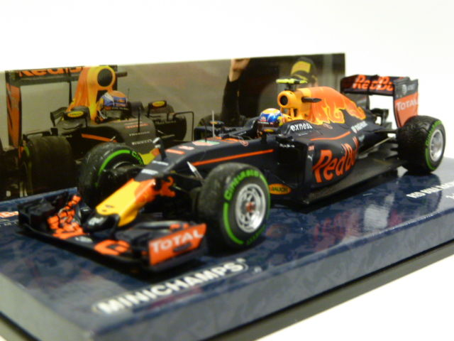 Minichamps - Schaal 1/43 - Red Bull Racing Tag Heuer RB12 - Max Verstappen - 3rd GP Brazilie 2016