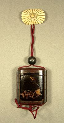 A lacquer ware five-part 'inrō' with a stone 'ojime' and an oval staghorn 'netsuke' - Japan - ca 1865 (Edo/Meiji period)