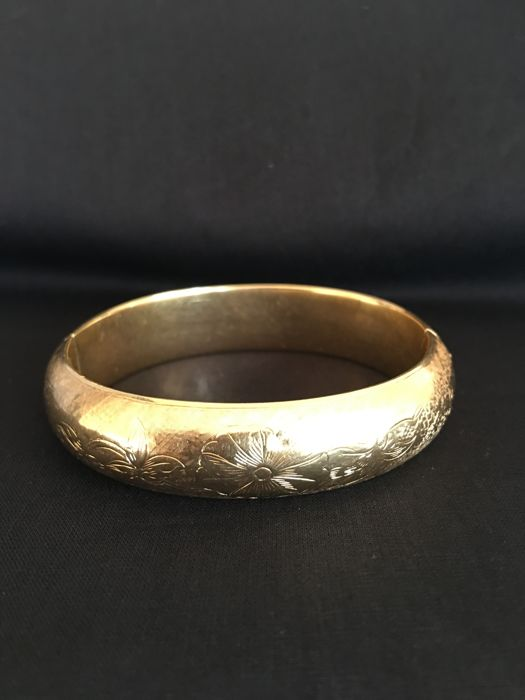 14 kt Gold engraved bangle.