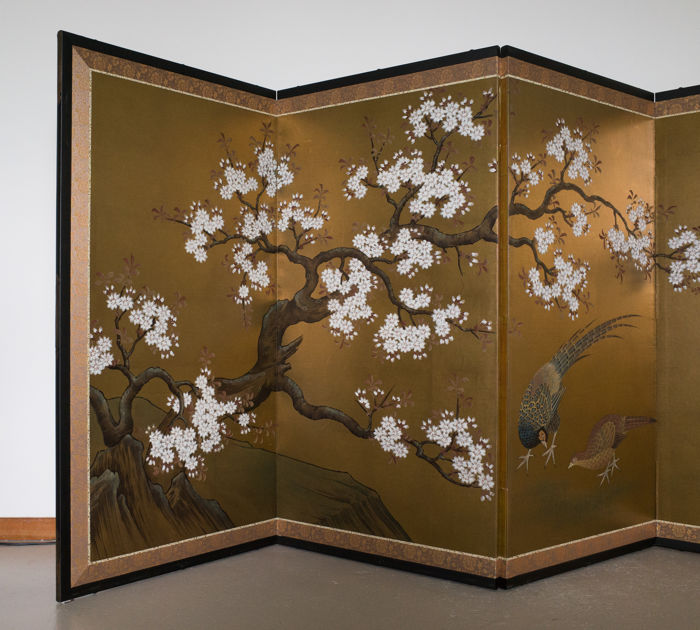 Decorated with hand-painted cherry blossom and a pair of pheasants against a background of gold leaf - Japan - ca. 1950 (Showa period)