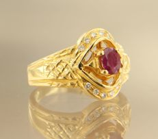 18 kt yellow gold ring set in the centre with a ruby and 12 brilliant cut diamonds, in total approx. 0.12 carat