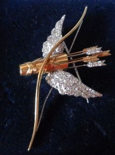Hand made  Lapel 18K Brooch presenting a bow and arrow in yellow and white gold
