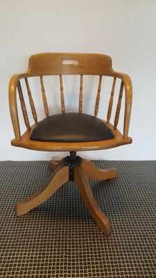 Oak office chair, ca. 1910